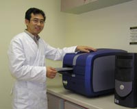 Dr Chen with the new micro-array scanner.